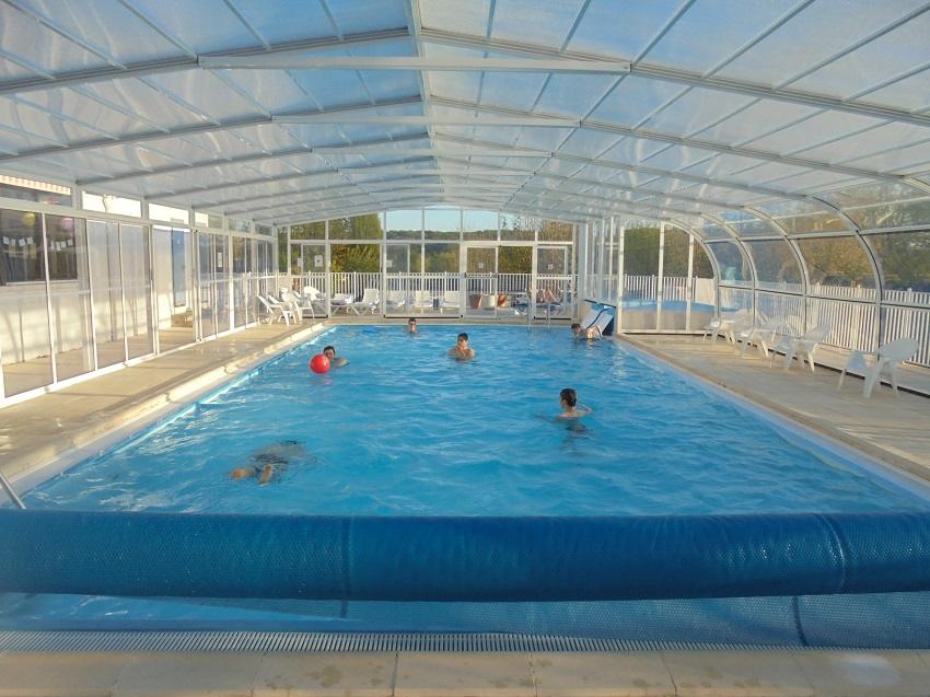 La piscine couverte du camping 2