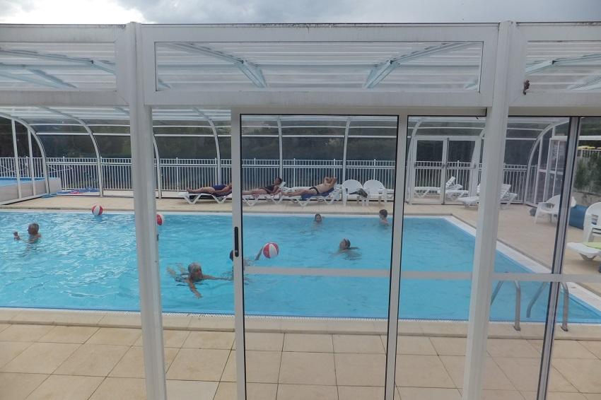 La piscine couverte du camping 3